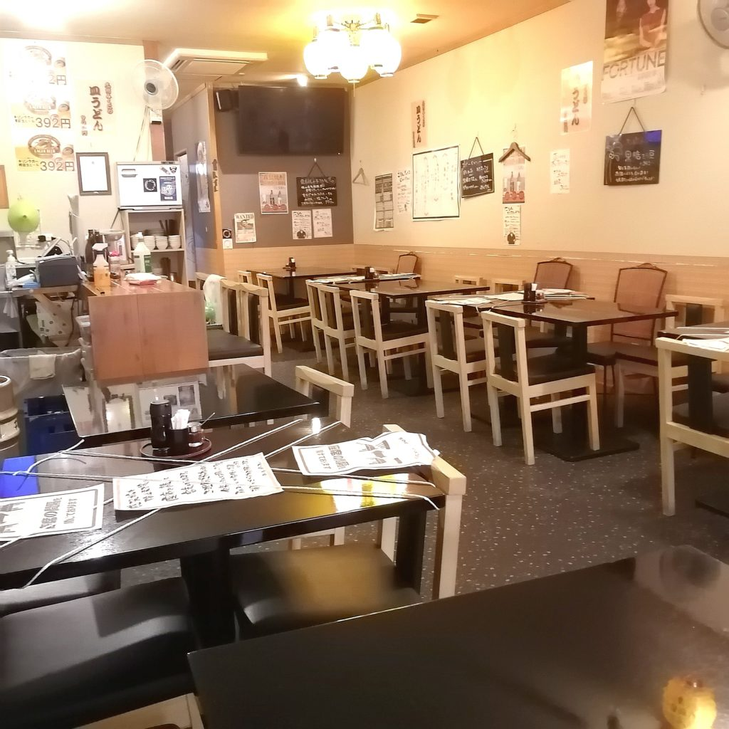 高円寺駅前テイクアウト「九州みくに」店内
