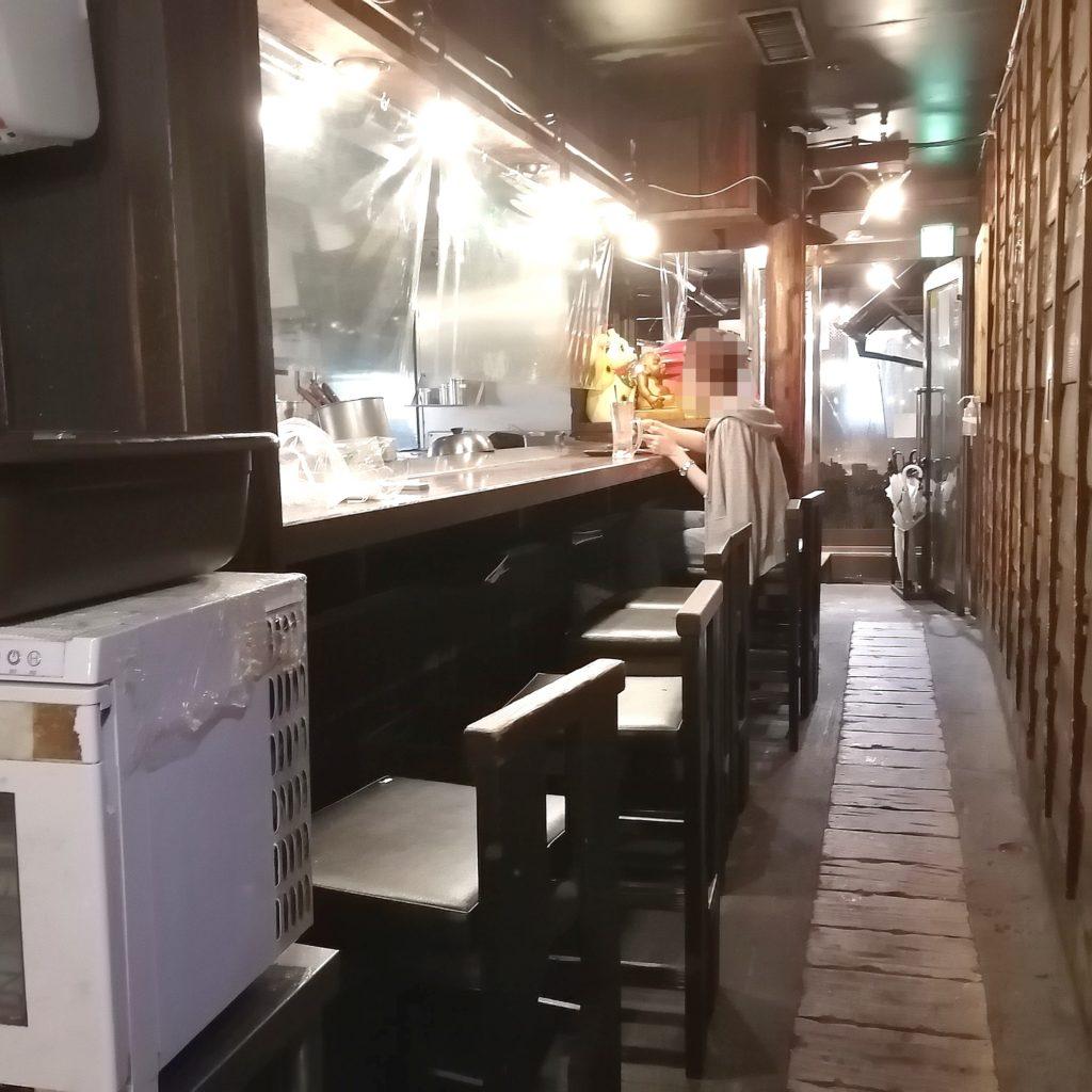 高円寺駅前テイクアウト「ぼちぼち」店内カウンター