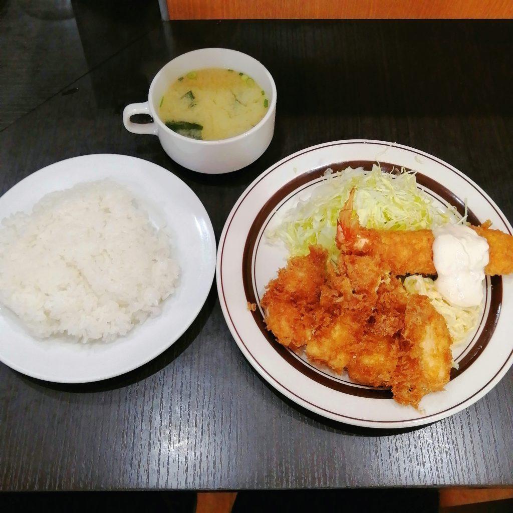 高円寺洋食「キッチン南海」チキンカツとエビフライ定食