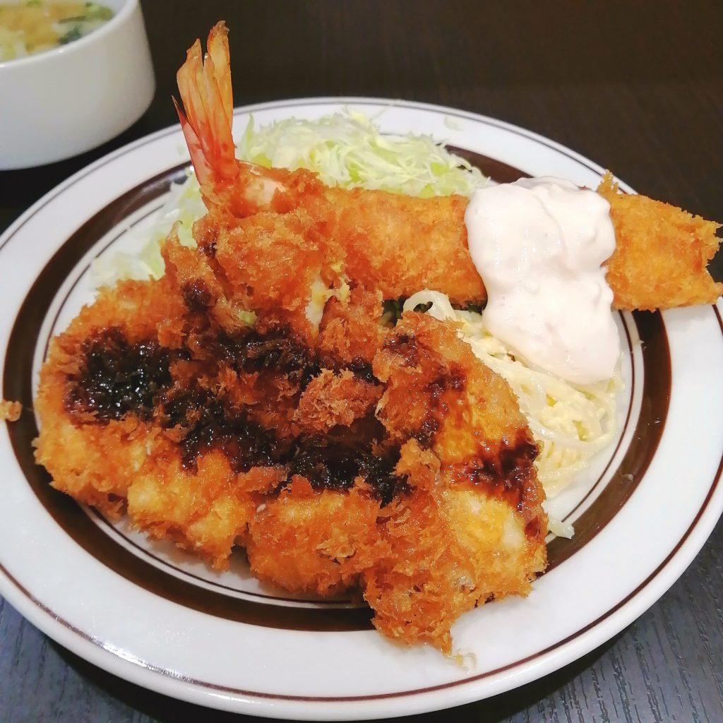 高円寺洋食「キッチン南海」チキンカツとエビフライ定食・アップ