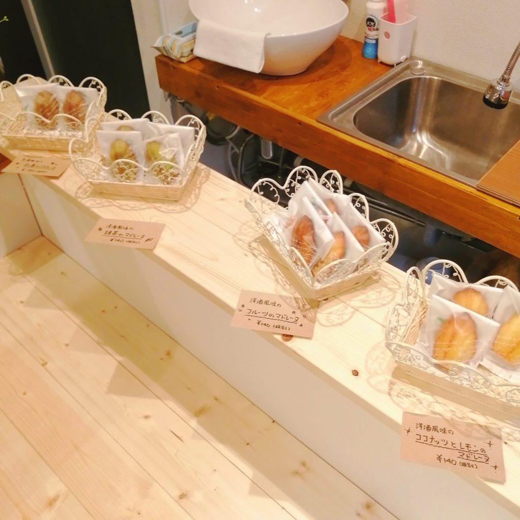 高円寺テイクアウト「EATS Marche」店内・マドレーヌ
