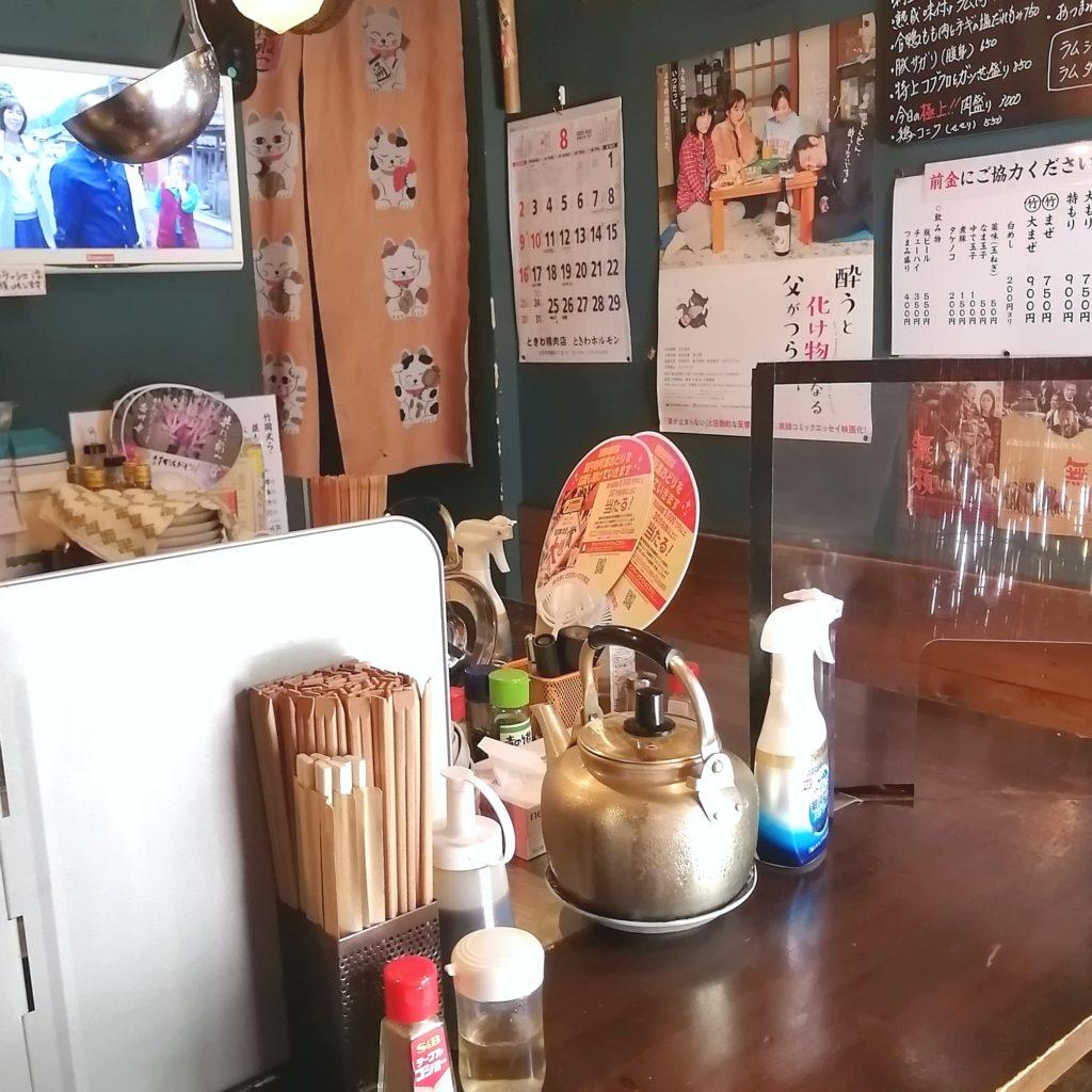 高円寺駅前ラーメン「オホーツク北見焼肉のっけ ひるのっけ」店内