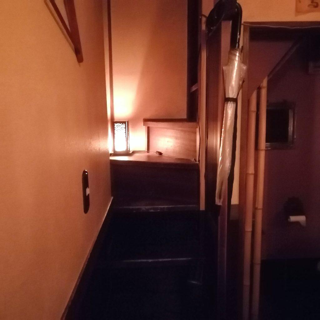 高円寺バー「BAR私」2階への階段