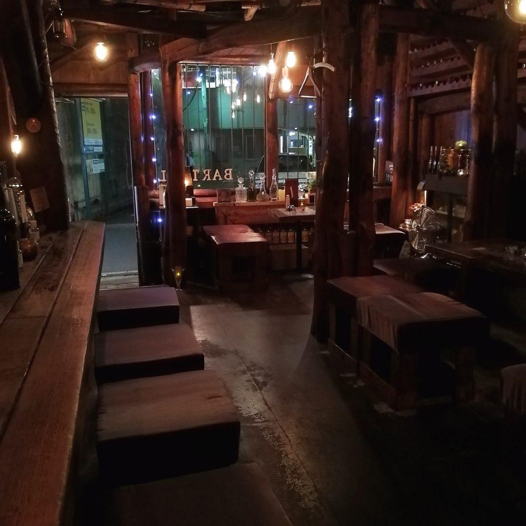 高円寺バー「Bar Tail」店内