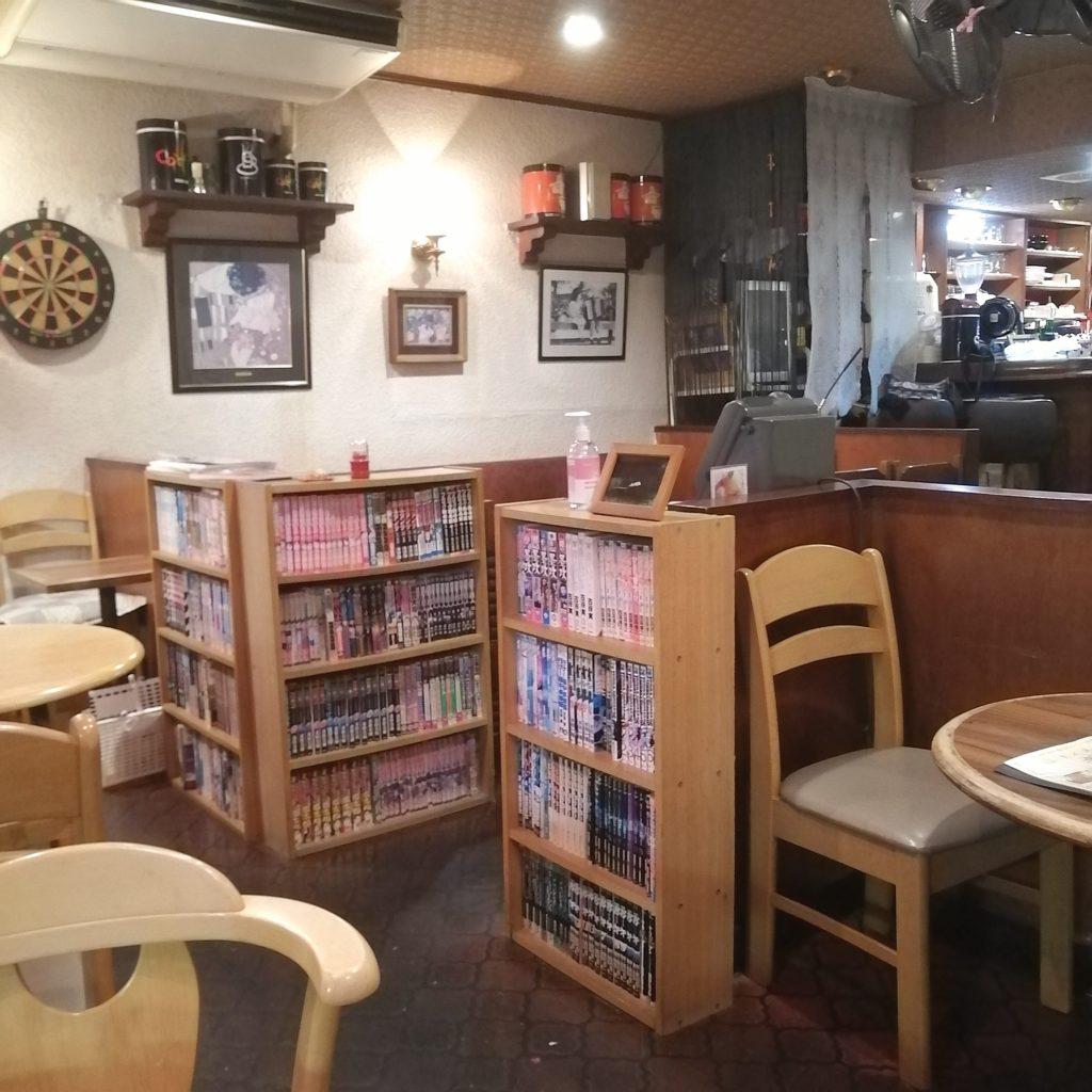 高円寺オムライス「カフェテラスごん」店内