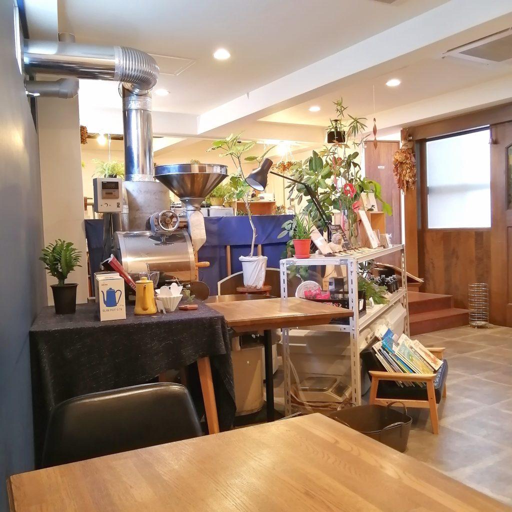 大阪豊中コーヒー「Basic珈琲」店内