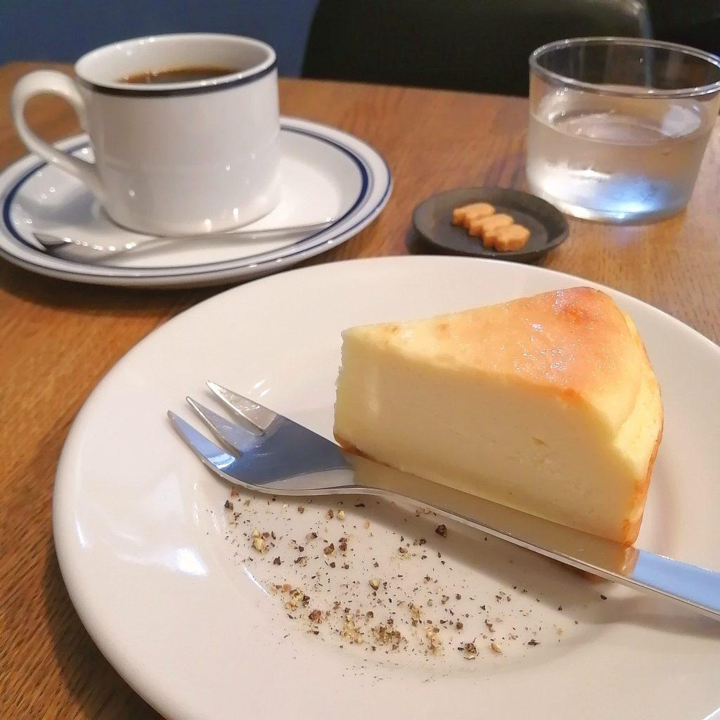 大阪豊中コーヒー「Basic珈琲」マンデリンとパルメザンチーズケーキ