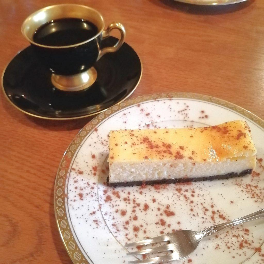 大阪天満橋コーヒー「星霜珈琲店」コーヒーとチーズケーキ