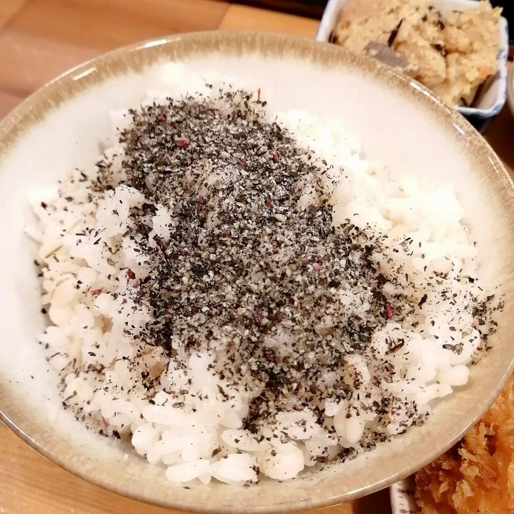 高円寺定食屋「門一」ごまたっぷりの麦ごはん