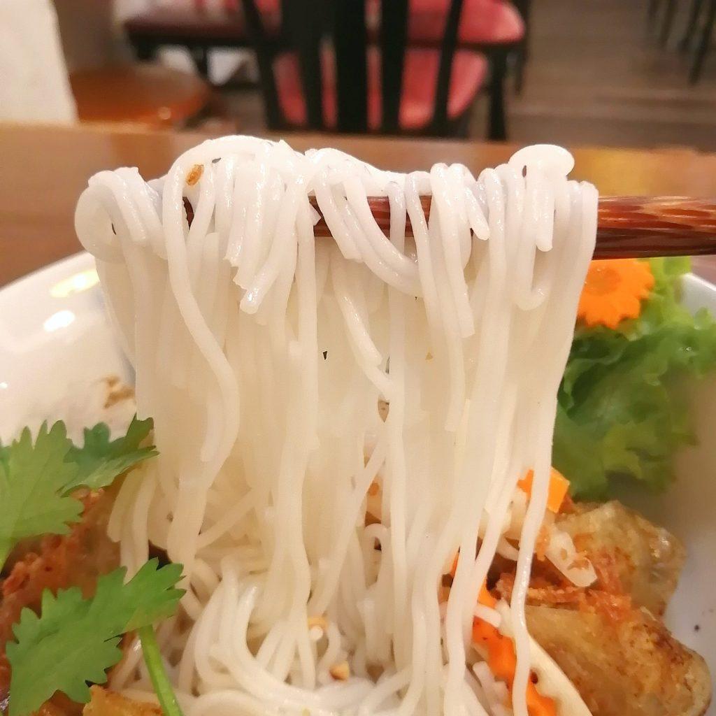 高円寺ベトナム料理「マイヒエン」揚げ春巻きのせビーフン麺・ビーフン麺を実食