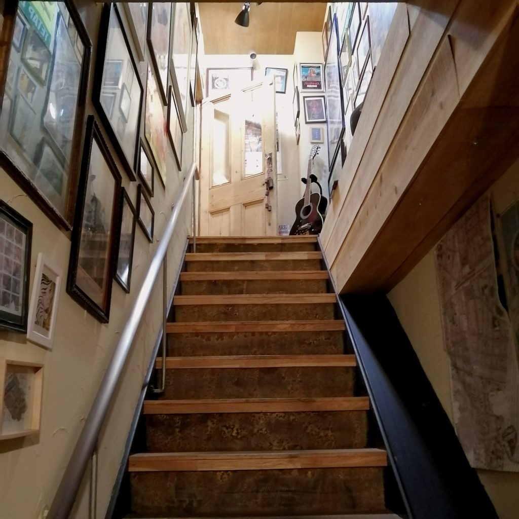高円寺間借りカレー「UPPER CURRY」階段