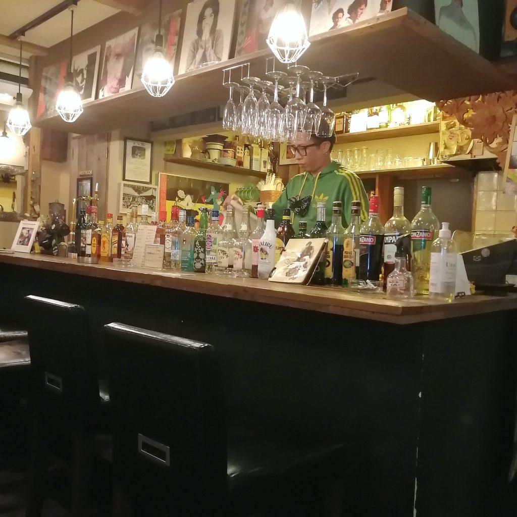 高円寺インドネシア料理「SUB store」店内カウンター