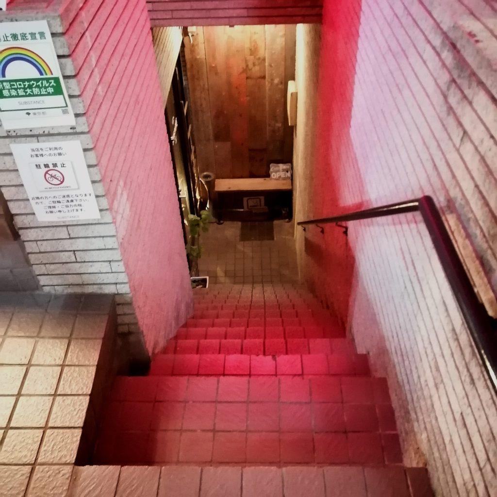 高円寺ダイニングバー「SUBSTANCE bar&grill」地下入り口へ