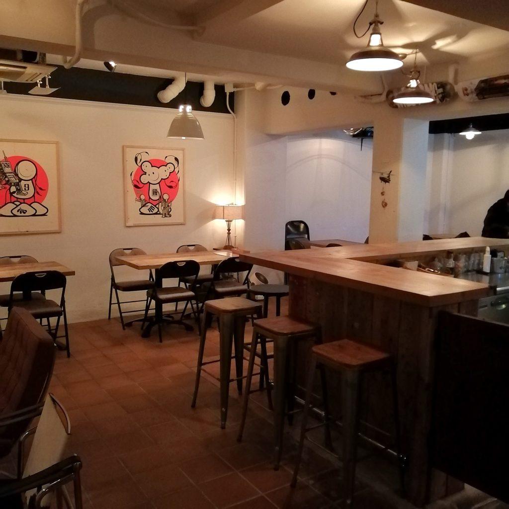 高円寺ダイニングバー「SUBSTANCE bar&grill」店内