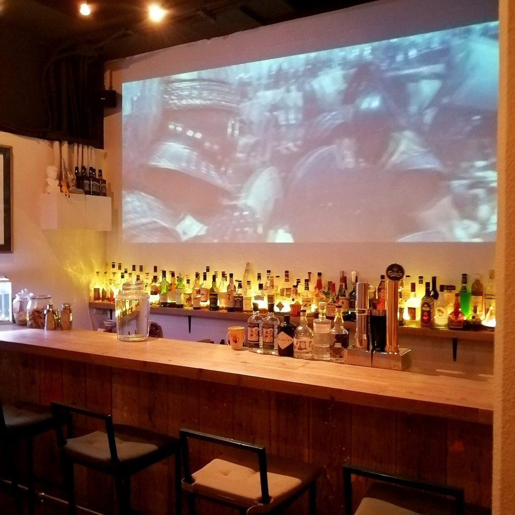 高円寺ダイニングバー「SUBSTANCE bar&grill」店内・カウンター席