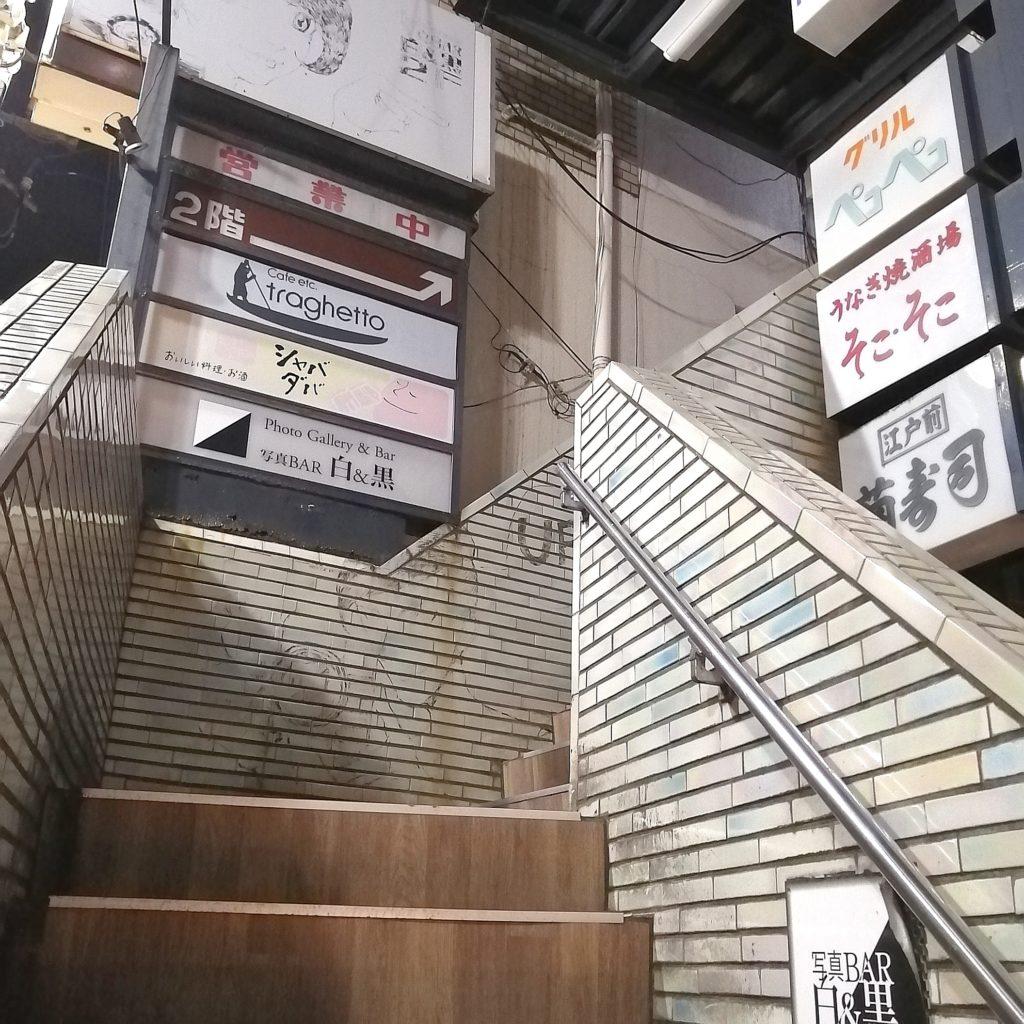 高円寺カフェ「トラゲット」階段を上がって2階へ