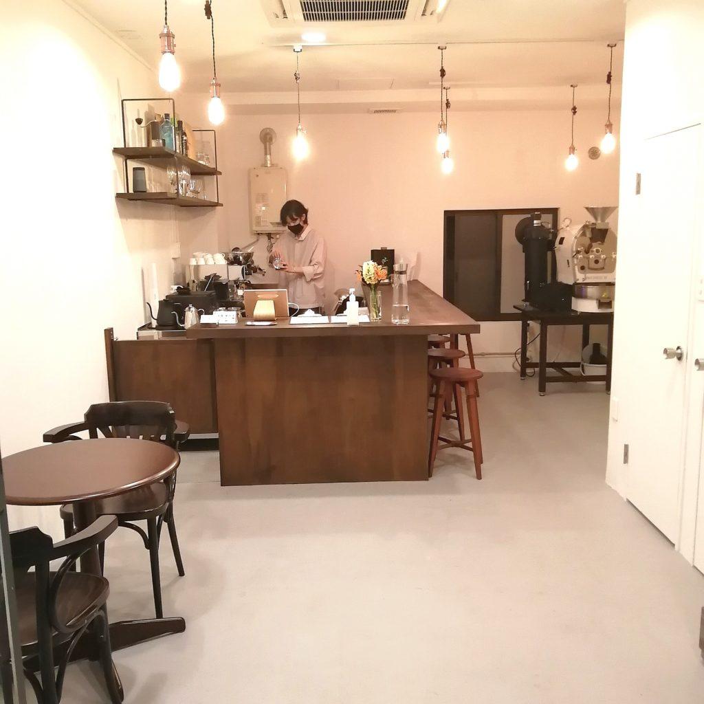 高円寺カフェ「MÖWE COFFEE ROASTERS(メーヴェコーヒーロースターズ)」店内