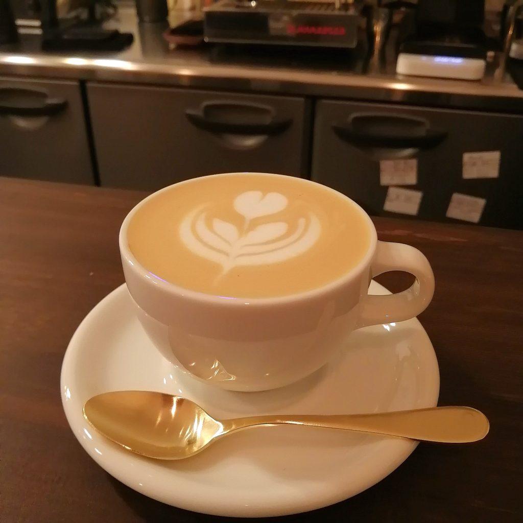 高円寺カフェ「MÖWE COFFEE ROASTERS(メーヴェコーヒーロースターズ)」カプチーノ
