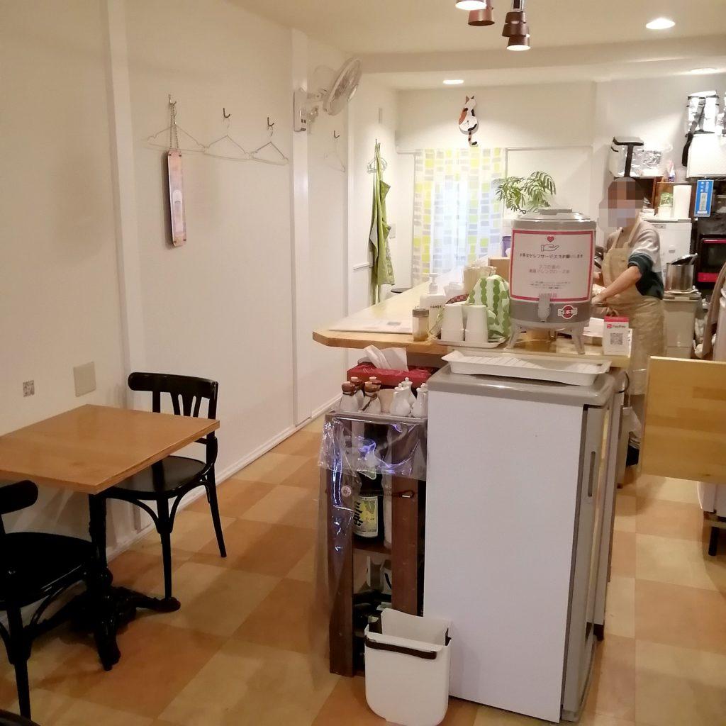 高円寺カレー「168厨房」店内