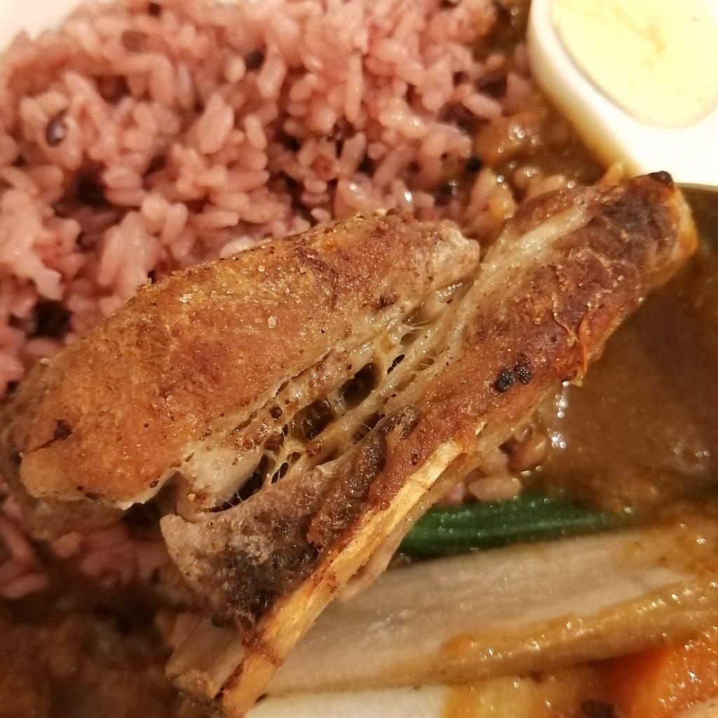 高円寺カレー「168厨房」薬膳カレー・特製豚のスペアリブ