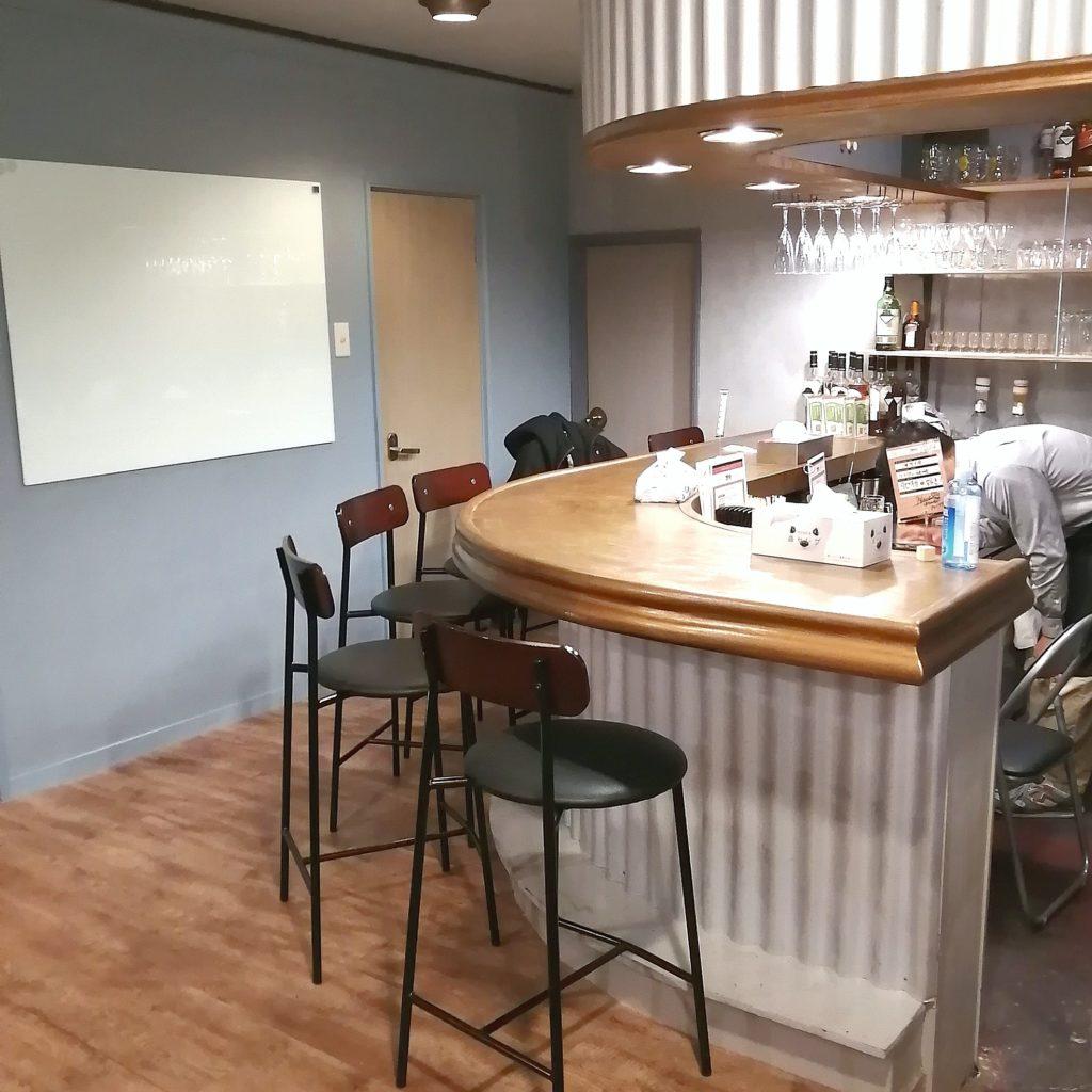 新高円寺バー「ブロバー」店内・カウンター
