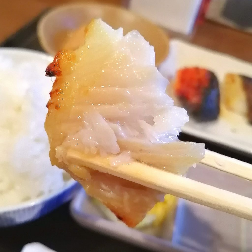 新高円寺定食「魚き食堂」3店盛り定食・カレイ