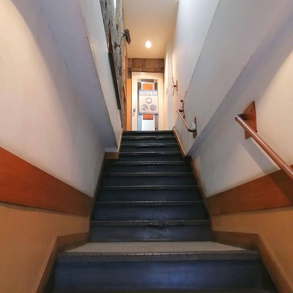 新高円寺うどん「ますだや」2階店内へ