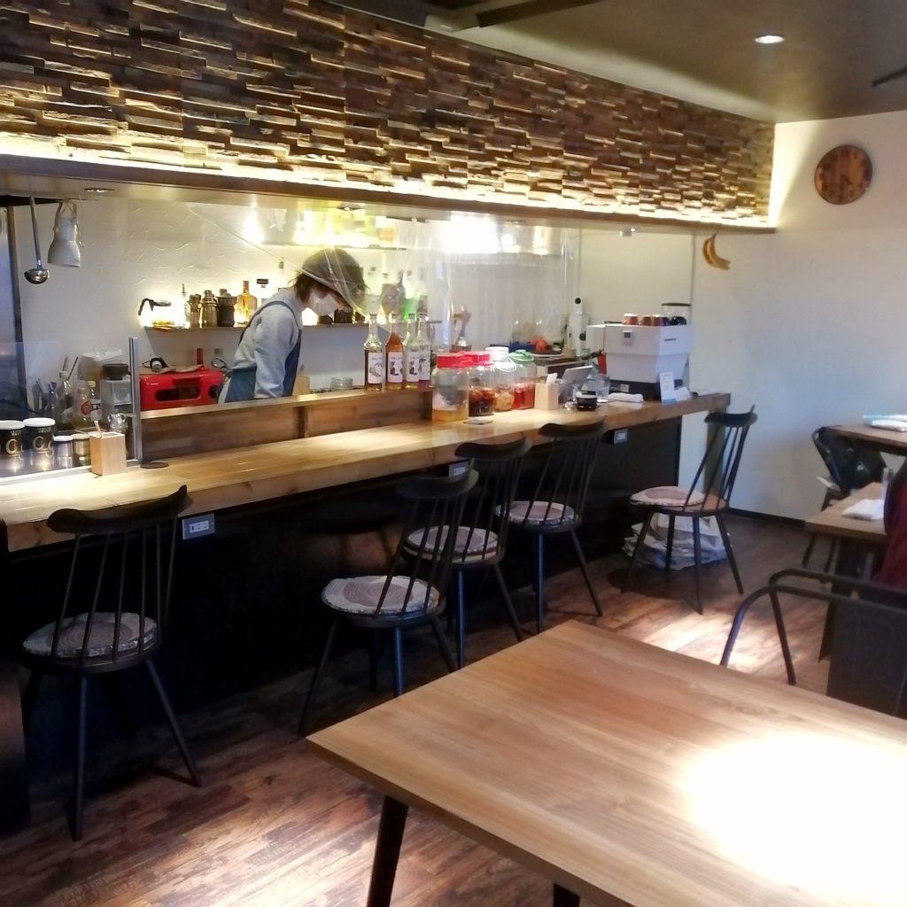 高円寺カフェ「cafe & bar LIP」店内