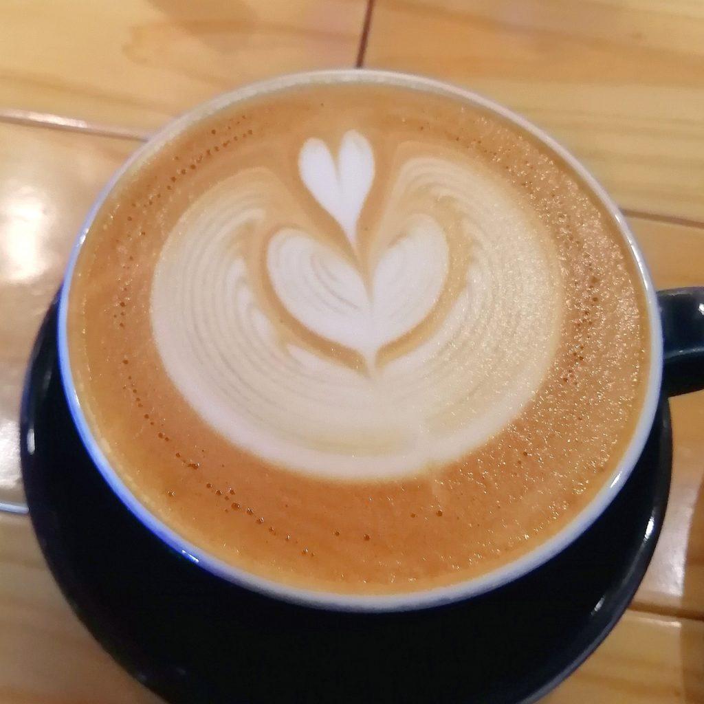 高円寺カフェ「cafe & bar LIP」カフェラテ
