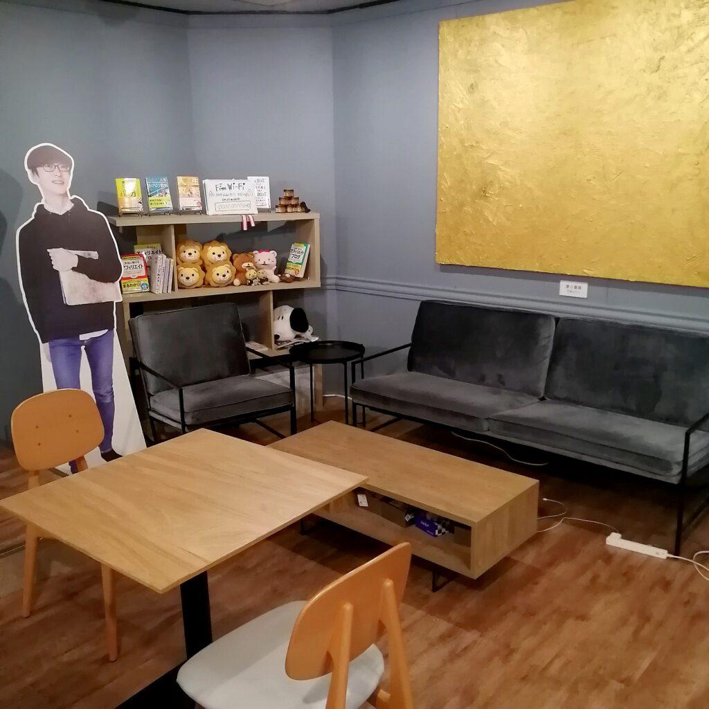新高円寺バナナジュース「まがりDEバナナ」店内テーブル席